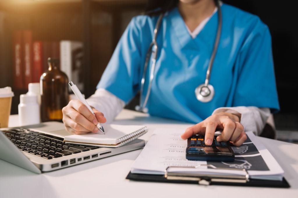 Aides pour les médecins en situation financière difficile